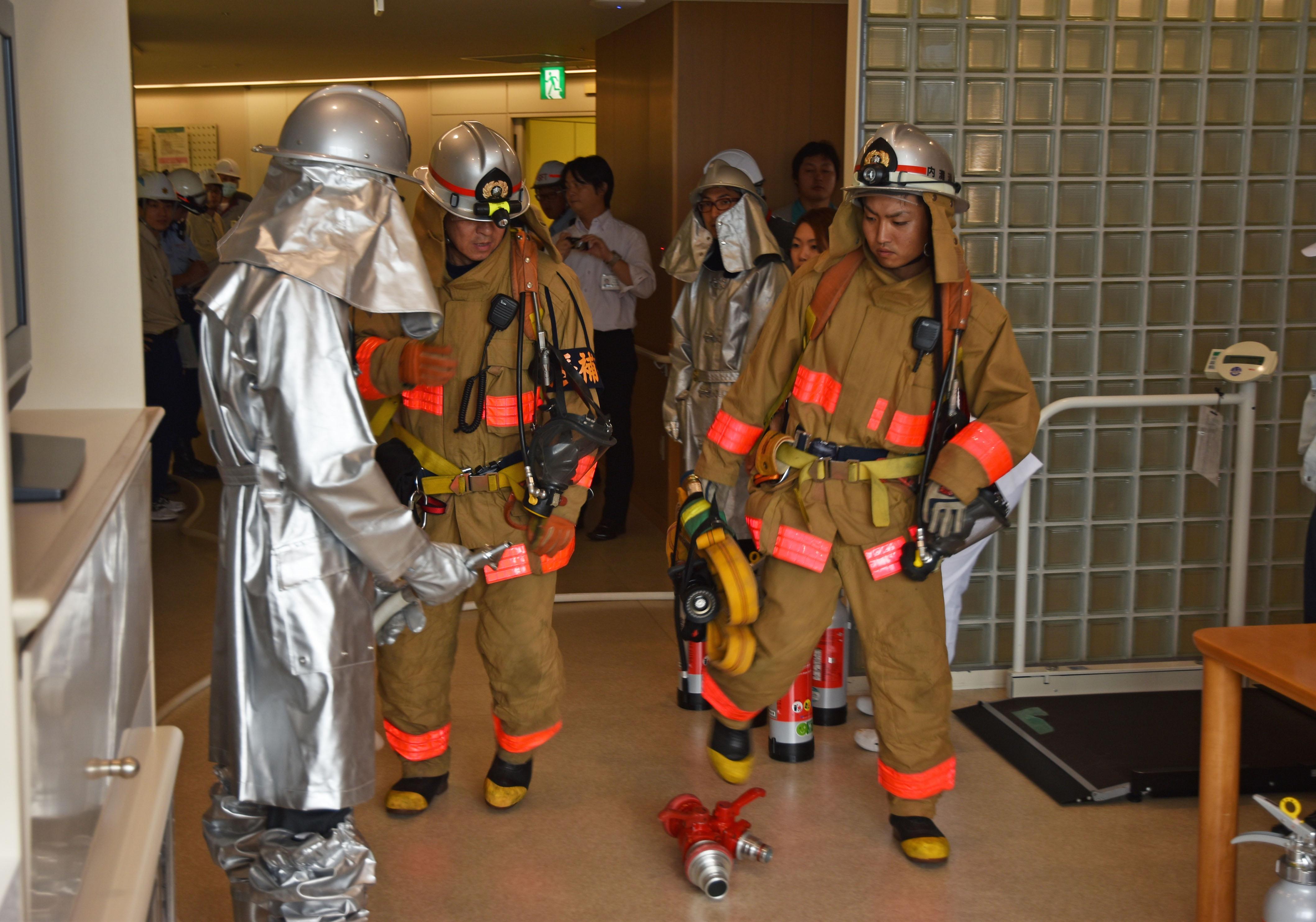 内灘町消防本部を交えた消火栓訓練.jpg