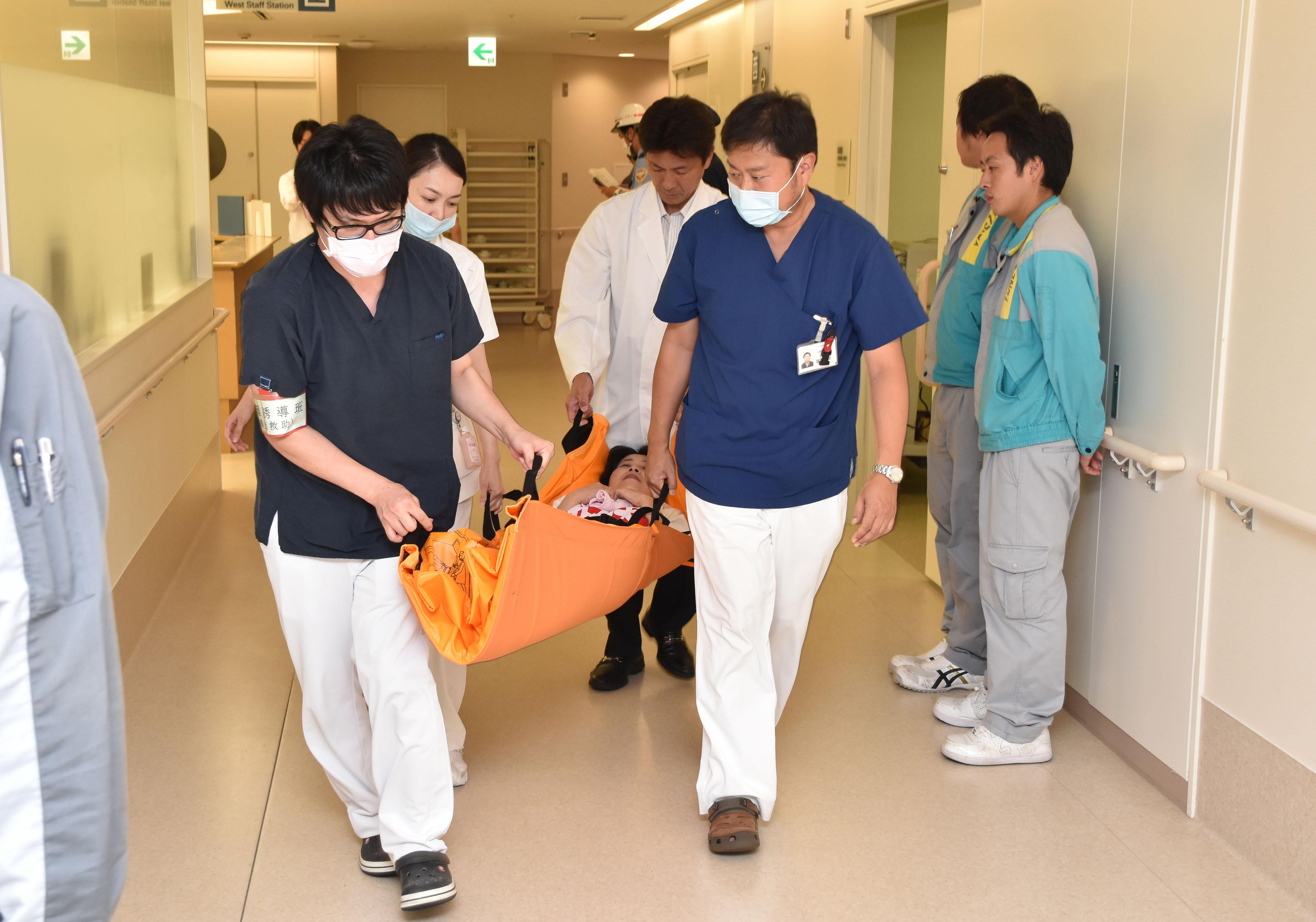 職員による救助活動訓練.jpg